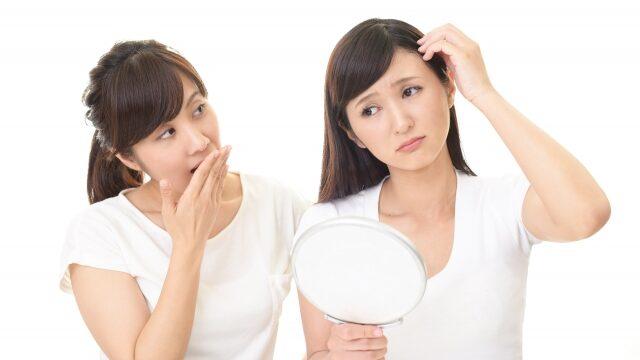 薄毛に悩む女性のイメージ