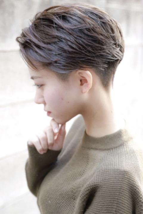 2ブロックハンサム刈り上げ女子のイメージ