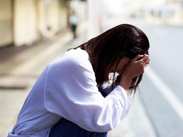 泣いている女性の画像